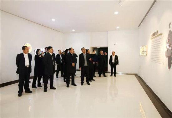 仪式后,吉林省农科院领导深入到榆树市档案馆、正大集团(榆树)有限公司、吉林省榆树钱酒业有限公司进行参观。
