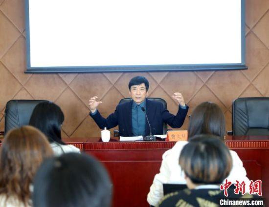 著名儿童文学作家、北京大学教授曹文轩讲授 中国儿童文学研究会儿童剧委员会供图