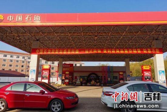中国石油优惠活动吸引了众多车主。 商义明/摄