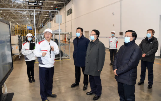 11月25日,吉林省委书记景俊海,吉林省委副书记、代省长韩俊到一汽集团调研,了解企业生产运行情况。