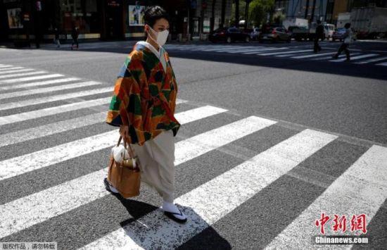 资料图:日本东京都呼吁民众减少外出,主动留在家中。