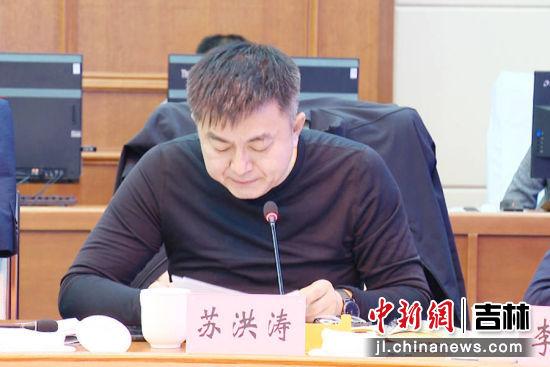 农安县法院院长苏洪涛领学了《民法典》。