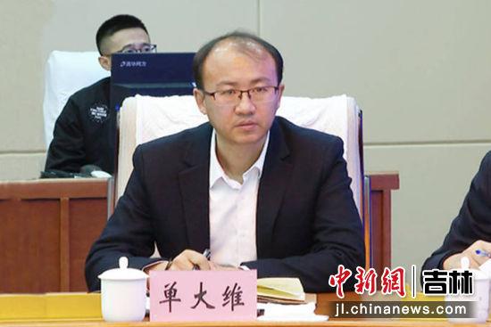 农安县委常委、宣传部长单大维领学了中央、省委和市委下发的关于党委(党组)意识形态工作责任制实施办法、实施细则和落实办法。