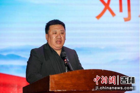 CEO刘志威在颁奖典礼上致辞。承办方/供图