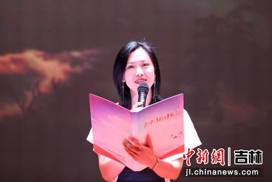 朗诵者中国戏剧家协会张若雯。承办方/供图
