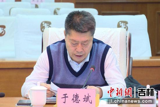 农安县政协主席于德斌汇报了县政协党组工作开展情况;