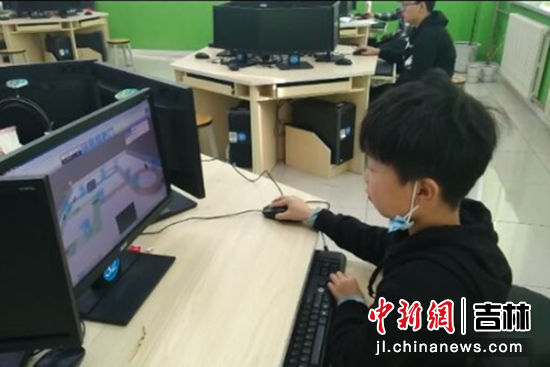 延吉小学生对决全国中小学编程高