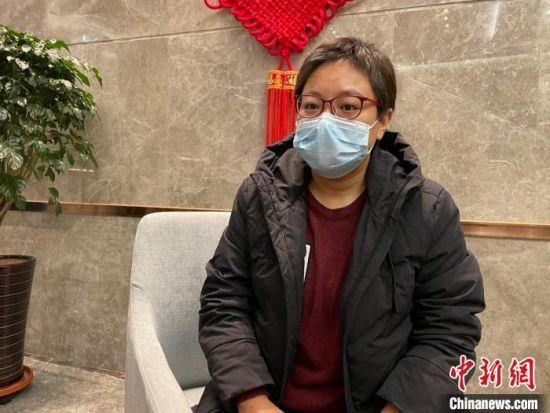 王旭在驻地接受记者采访 苍雁 摄