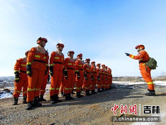 敦化市森林消防大队扎实开展野外水泵架设实战化训练