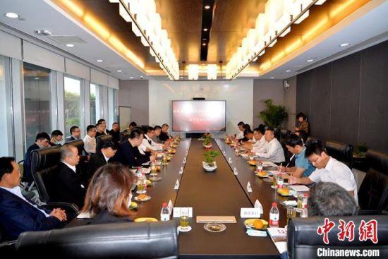 农安县与浙江家具协会座谈签约。农安县委宣传部供图