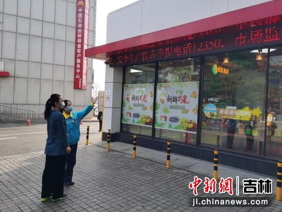 中石油加油站面向社会公布举办电话。 李林燕供图