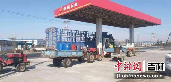 """中国石油吉林销售公司""""送油下乡""""助力春耕"""
