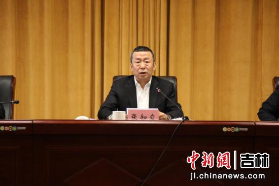 长春市人大常委会副主任、农安县委书记张知众在会上发言。农安县委宣传部/供图