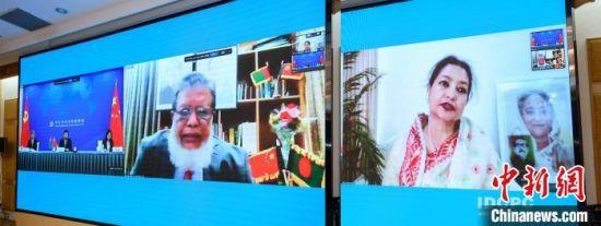 宋涛同孟加拉国人民联盟高级领导人、副议长法兹勒举行视频通话。中联部供图
