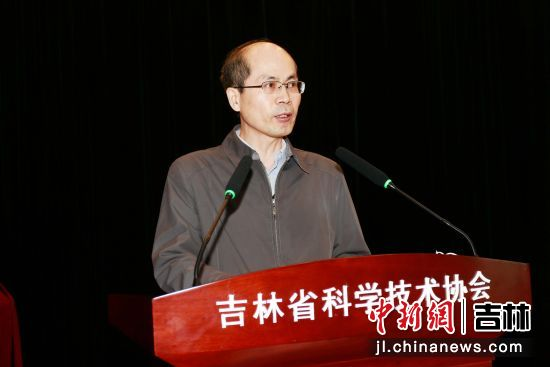 吉林省科学技术协会副主席韩宇鸿在大会上致辞。吉林省科普作家协会/供图
