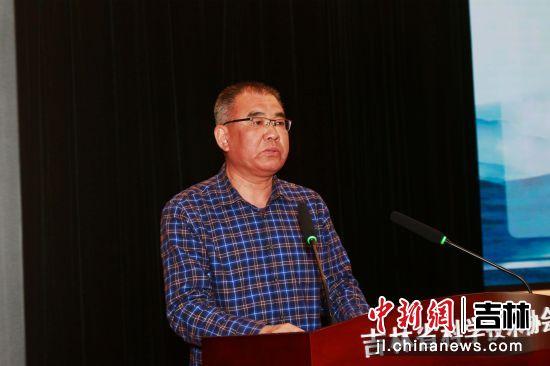 第六届秘书长张化毅在大会上讲话。吉林省科普作家协会/供图