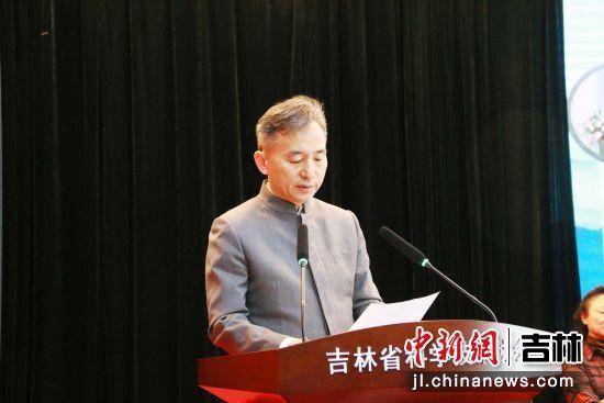 第七届秘书长杨春武在大会上讲话。吉林省科普作家协会/供图