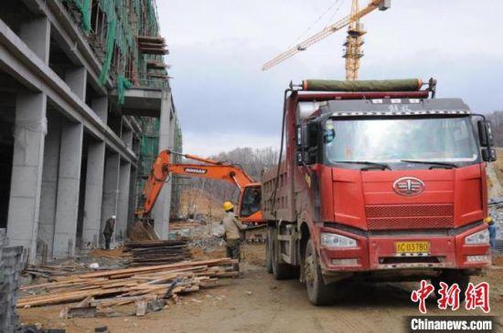 图为吉林天池钼业有限公司日处理2.5万吨钼矿石项目施工现场。舒兰市委宣传部供图