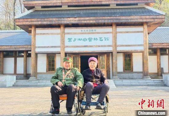 退伍老兵来到公园感受抗联精神 红石林业局供图