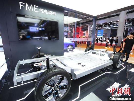 车企展示新能源技术。 刘栋 摄