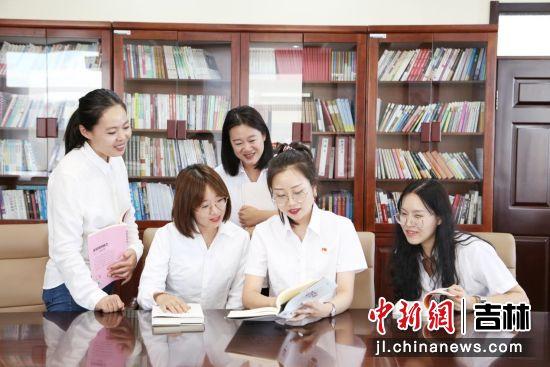 女职工读书分享会。国网敦化市供电公司/供图