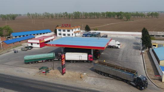 """在国省道上打造集停车、餐饮、住宿多功能为一体的""""中油驿站"""""""