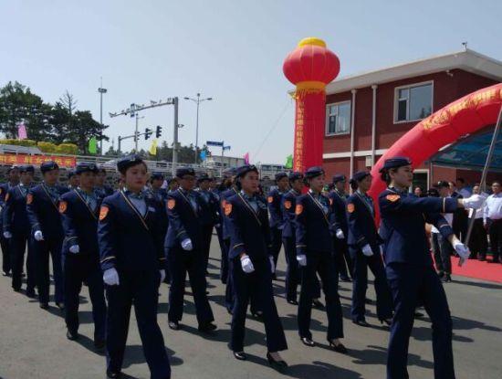长春公交13路车队开展三八线成立20周年庆典